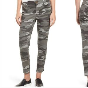 NWOT Wit & Wisdom Ab-Solution cropped Camo Pants